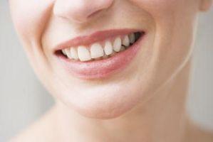 Hvordan ta vare på tennene Bridge laget av plast
