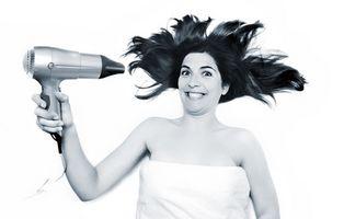 Hva er årsakene til sprø negler og hår?