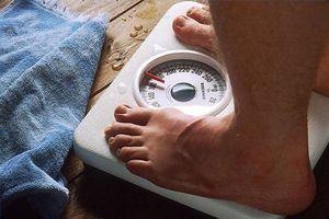 Hvordan bruke en skala for å veie deg