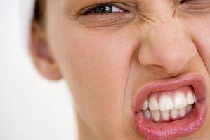 Hvordan å bleke tennene med mat-Grade Hydrogenperoksid
