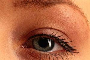 Hva er årsakene til Eye fargeendringer?