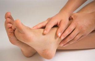 Hva er årsakene til Nerve smerte i fot?