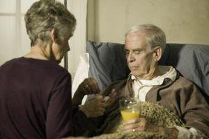 Hvordan hjelpe en Senior Citizen komme ut av sengen