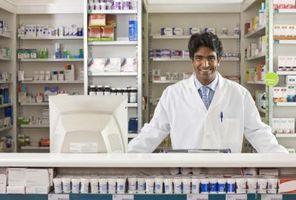 Hvordan finne Prescription Assistance og tilbud Farmasøytiske for lav inntekt Seniors