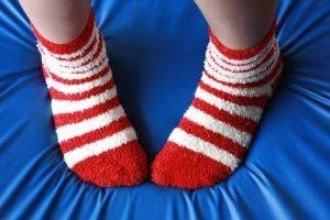 Hva er årsaken til Feet å føle seg kald?