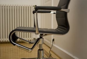 Hvordan regne ut sitte ned på en stol