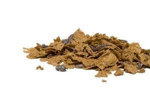 Som er det høyeste kilde til fiber: Gulrøtter eller Bran Flake korn?
