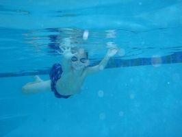 Fordeler med svømming for barn med lærevansker