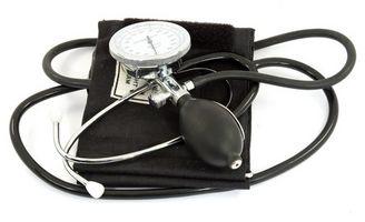 Hvordan bruke en manuell sphygmomanometer