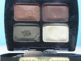 Hvordan søke Makeup Etter Cataract Surgery