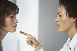 Hvordan kommunisere med en passiv-aggressiv person