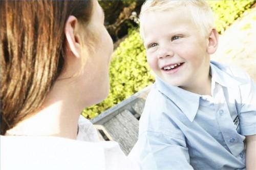 Hvordan snakke med en autistisk barn