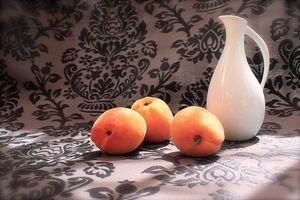 Hva er aprikos frø laget av?