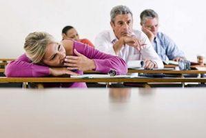 Hva som forårsaker en person til å være veldig sliten?