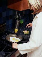 Hvordan lage Egg med en rustfritt stål Pan
