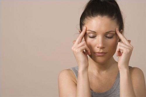 Hvordan bruke Feverfew behandle en migrene