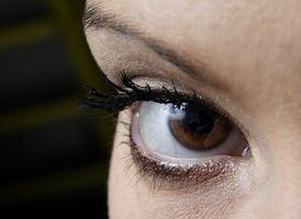 Hva skal du gjøre når en blodåre i øyet Bursts?