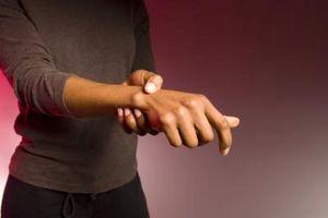 Hva er behandlingen for underarm Muscle & sene skader?