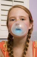 Hvordan få tørket Bubble Gum av huden din