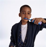 Hvordan bruke en elektrisk tannbørste