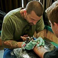 Kan du drikke alkohol etter at du får en tatovering?