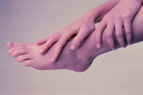 Hva er årsakene til Foot Pain & Nummenhet i bena?
