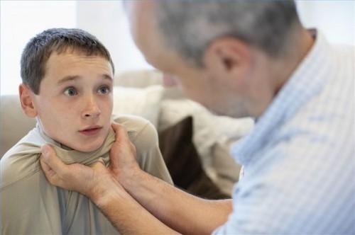 Hvordan identifisere Child Abuse Signs