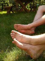 Hvorfor Feet lukter ammoniakk?
