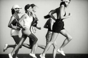 Hvordan virker fysisk aktivitet påvirker Noens kalori behov?