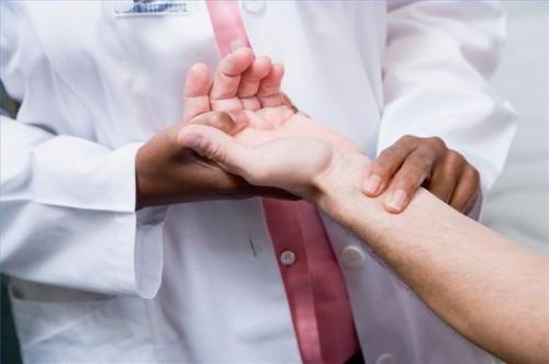 Hvordan å måle og registrere en Pulse Under Førstehjelp