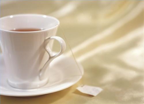 Hvordan lage Sage Peppermint Tea for hoste, sår hals og Flu