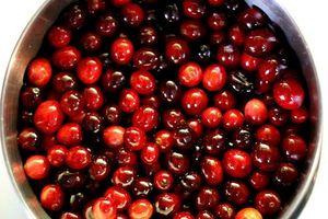 Hvordan å drikke Cranberry Juice å redusere en Staph Infeksjon