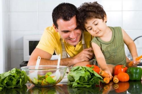Hvordan man kan få barna til å spise sunn mat