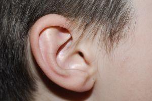 Infant cochleaimplantat kirurgi risiko