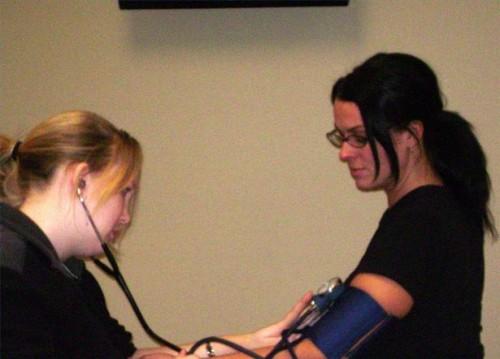 Hva fører til en endring i blodtrykk og hvorfor?