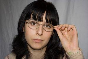 Hvordan justerer jeg Magneticarms på briller?