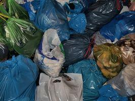 Hvordan lage en veske fra resirkulert dagligvarer poser