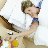 Hvordan behandle en Hoste med Natural hjem rettsmidler