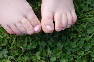 Hvordan behandle Tykke tånegler