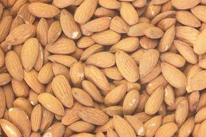 Hva er forskjellen mellom Almond Oil & Sweet Almond Oil?