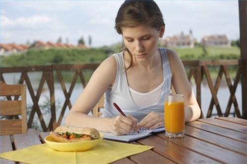 Hvordan å holde en dagbok over spisemønster