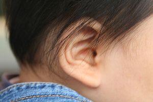 Øresmerter i spedbarn
