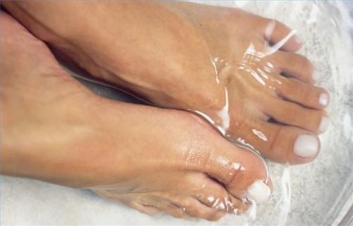 Hvordan lage en hvitløk Foot Bath