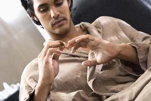 Hvordan behandle en skadet negl