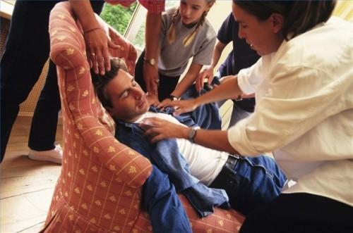 Hvordan å behandle mennesker med en varme strøk