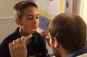 Hvordan håndtere og lindre en sår hals