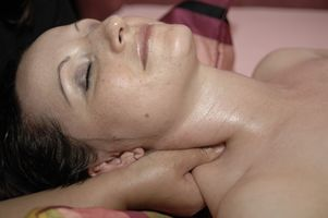 Rehabilitering øvelser for nakken
