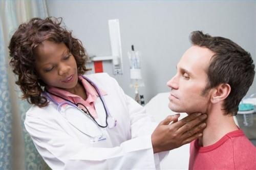Hvordan sjekke for Thyroid Cancer Symptomer