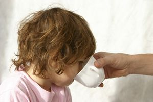 Hva er behandlingen for oppkast i et barn?