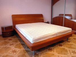 Hva er farene ved Syntetisk madrasser?